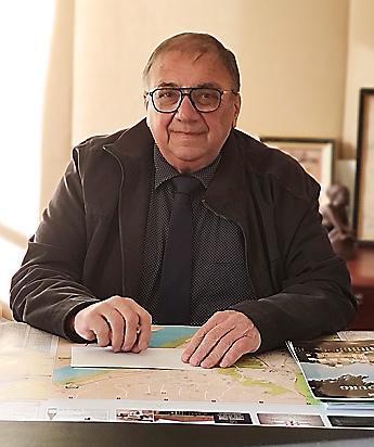 Monsieur le maire d'Aramon Jean-Marie ROSIER